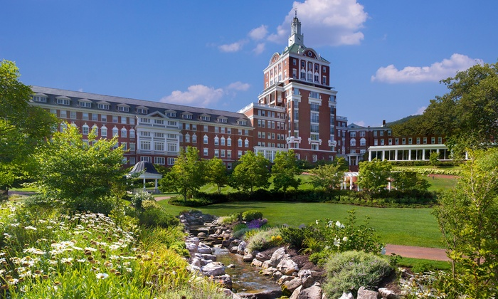 Renowned 4.5-Star Omni Virginia Resort with Skiing