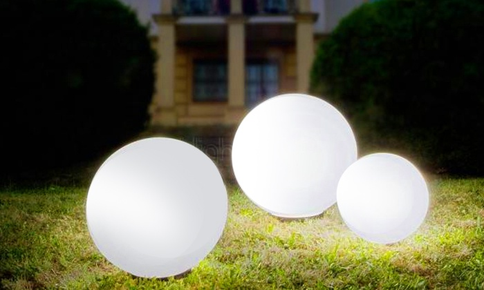 boules lumineuses solaires groupon. Black Bedroom Furniture Sets. Home Design Ideas