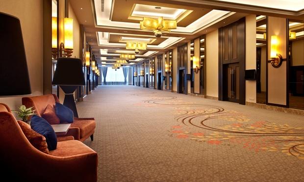 Malacca: 4* Hatten Hotel + Coach 3