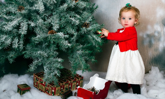Davillier Photography & Graphics - Mid-City: $69 for a Holiday Photo-Shoot Package from Davillier Photography & Graphics ($355 Value)