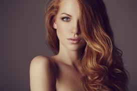 Planet Hair : Shampoo, taglio, piega, mèches o colpi di sole e trattamento ristrutturante da Planet Hair (sconto fino a 75%)