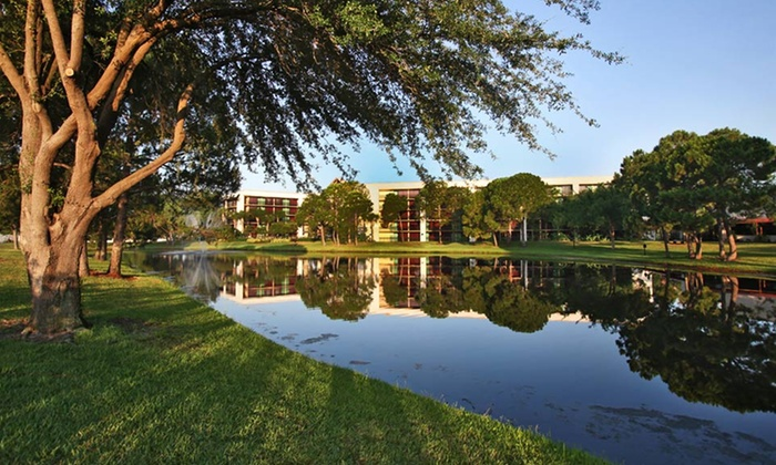 Stay at Clarion Inn Lake Buena Vista in Greater Orlando, FL, with Dates into December