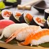 Menú con bandeja de sushi