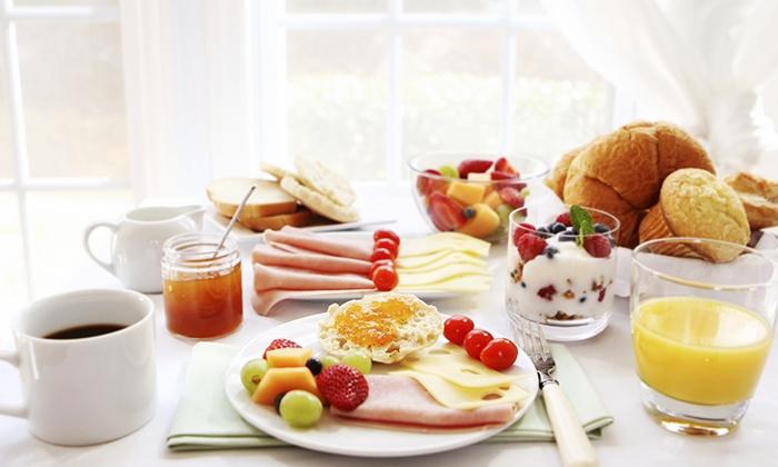 Cottas - Köln: Landfrühstück mit Rührei, Kaffe und Sekt für zwei oder vier Personen im Cottas (bis zu 53% sparen*)