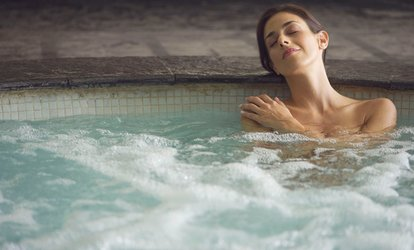 Luxury day Spa con camera day use, massaggio e light lunch per 2 persone all'Hotel Regina Palace a Ischia (sconto 61%)