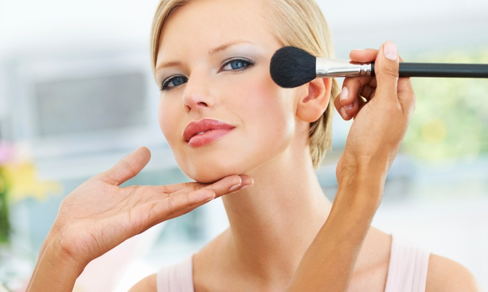 Hollywood & Fashion - Roma: Corso di trucco con make up artist professionista da 29 €