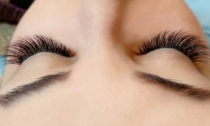 VLASHE LLC - Woodlands: $125 for a Full Set of Eyelash Extensions at VLashe LLC ($300 Value)