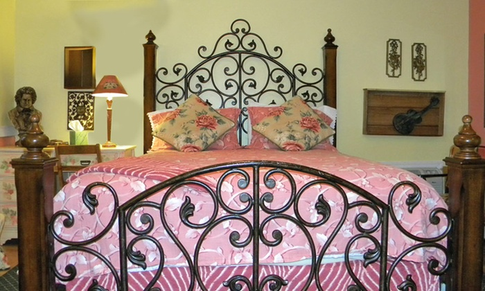 Garden Walk Inn: The Garden Walk Bed And Breakfast Inn In Lookout Mountain