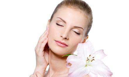 טיפולי פנים בהרצל: טיפול זוהר הכולל ניקוי, פילינג, עיסוי אנטי אייגינג, מסכת לחות וקרם בהתאם לעור ב 69 ₪ בלבד