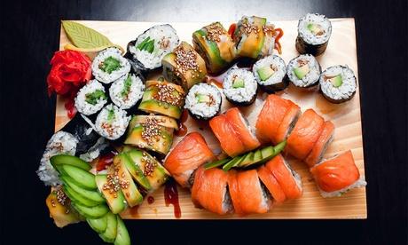 Sushi para dos o cuatro personas con bebida desde 24,95 € en Akira Sushi & Cocktail Bar