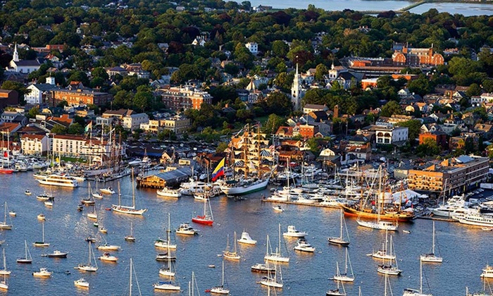 Bannister's Wharf Guestrooms - Newport, RI: Stay at Bannister's Wharf Guestrooms in Newport, RI. Dates Available Into July.