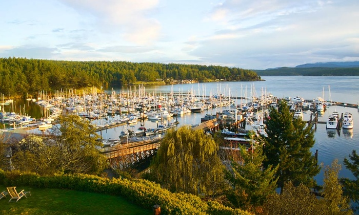 Tucker House Inn - Friday Harbor, WA: 1- or 2-Night Stay with Sparkling Wine or $25 Dining Credit at Tucker House Inn in San Juan Island, WA