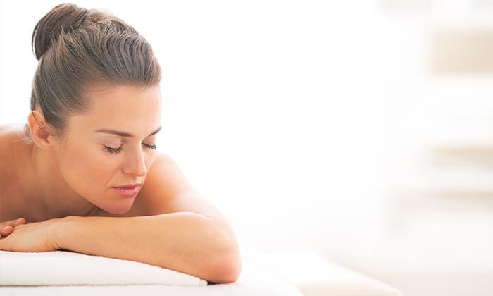 Relaxia Urban Daily - RELAXIA URBAN DAILY SPA: Pulizia del viso, massaggio, ceretta e manicure con smalto (sconto fino a 82%)