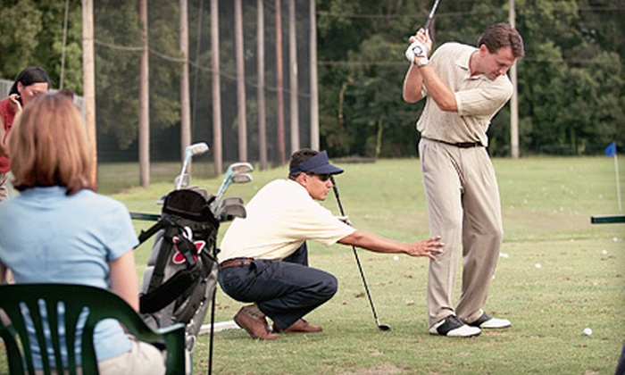 CommonGround Golf Course - Aurora: Group Golf Clinics with Nine-Hole Par-3 Rounds at CommonGround Golf Course (Up to 53% Off). Two Options Available.
