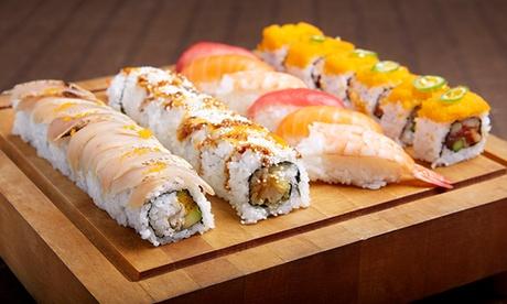 Japonés para llevar con bandeja de sushi de 44 o 88 piezas y botella de vino desde 19,95 € en Les Corts