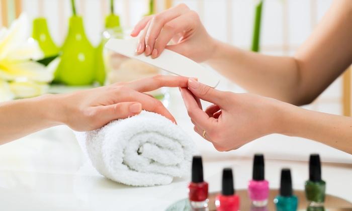 Luxury Estetica - Ferrara: Fino a 5 manicure e pedicure con smalto semipermanente (sconto fino a 93%)