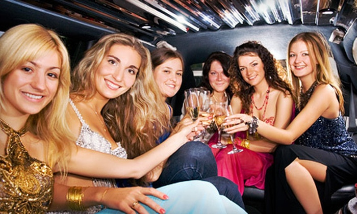 Just Breezing Party Bus - Goose Island: $149 for a Three-Hour Limo Rental for Up to Eight from Just Breezing Party Bus ($399 Value)