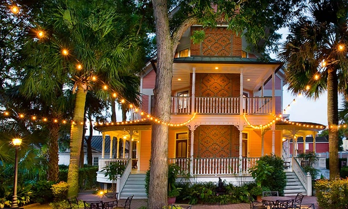 Beaufort Inn - Beaufort, SC: 1- or 2-Night Stay with Optional Bottle of Wine and Chocolates at Beaufort Inn in Beaufort, SC. Combine Up to 6 Nights.