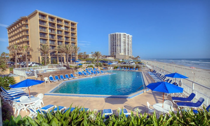 Acapulco Hotel & Resort - Daytona Beach, FL: One- or Two-Night Stay for Four with Two Welcome Drinks at Acapulco Hotel and Resort in Daytona Beach, FL