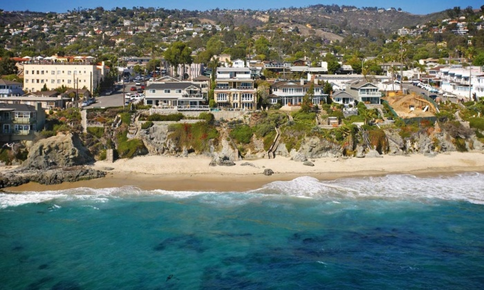 La Casa del Camino - Laguna Beach, CA: Stay with Included Breakfast Buffet and Parking at La Casa del Camino in Laguna Beach, CA