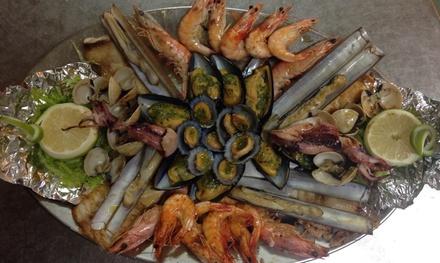 Parrillada de pescado y marisco con aperitivo, entrantes, postre y bebida para 2 o 4 desde 29,90 € en La Caseta