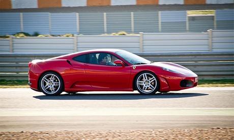 Conduce un Ferrari F430, Lamborghini Gallardo o Porsche Boxter Cup en carretera o circuito de 7, 23 o 30 km desde 49 €