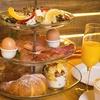 Großes Frühstück mit Orangensaft