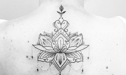 Paga desde 9,90 € por un descuento de hasta 150 € en un tatuaje en negro o en color en Cacahuete Tattoo Piercing
