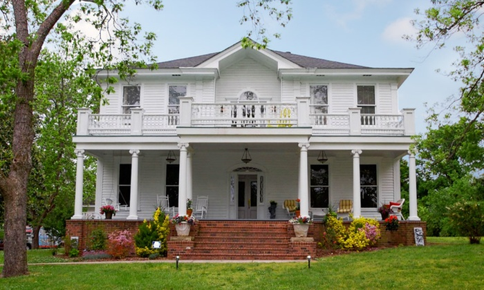 Inn on York Street Bed and Breakfast - Chester, SC: 1- or 2-Night Stay for Two in a Suite at Inn on York Street Bed and Breakfast in Chester, SC. Combine Up to 4 Nights.