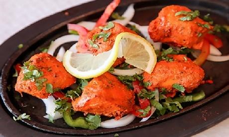 Menú hindú para 2 o 4 con aperitivo, entrante, principal, arroz, naan, bebida y postre desde 19,90€ en Bollywood Tandoor