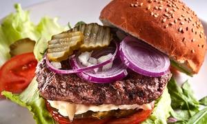 Restauracja Pieprz: Sopot: Burger klasyczny lub chickenburger z frytkami i sałatką od 39,99 zł i więcej w Restauracji Pieprz (do -40%)