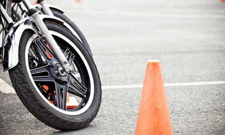 Clase de perfeccionamiento de circulación o maniobras para moto A1 y A2 desde 7,95 € en 6 centros a elegir