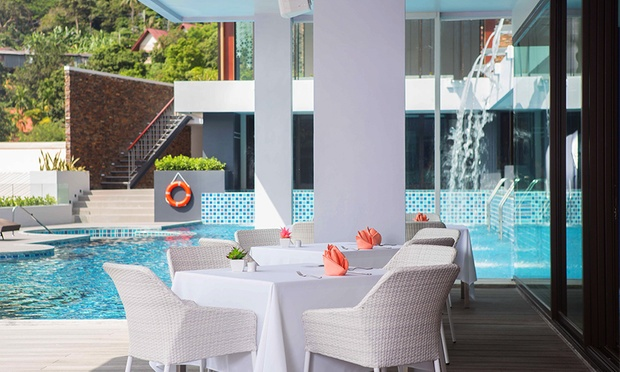 Phuket: 4* Stay at Eastin Hotel 4