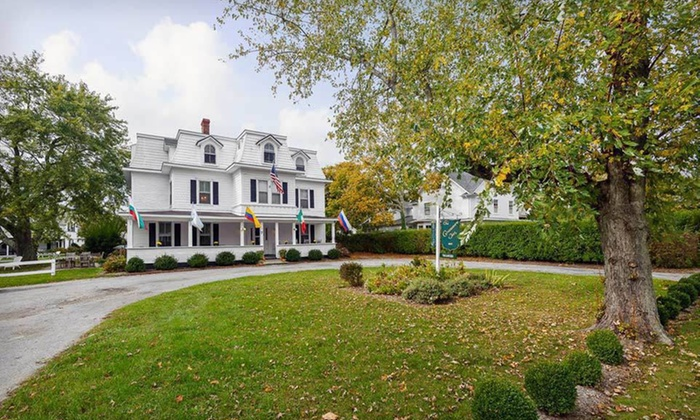 The Grassmere Inn - The Hamptons, NY: One-Night Stay with a Bottle of Wine at The Grassmere Inn in the Hamptons