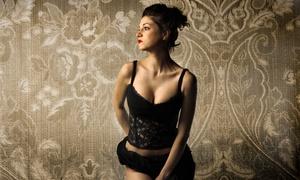 Red Door Divas: Boudoir Photo Shoot with Prints and Option for Professional Makeup atRed Door Divas(51% Off)