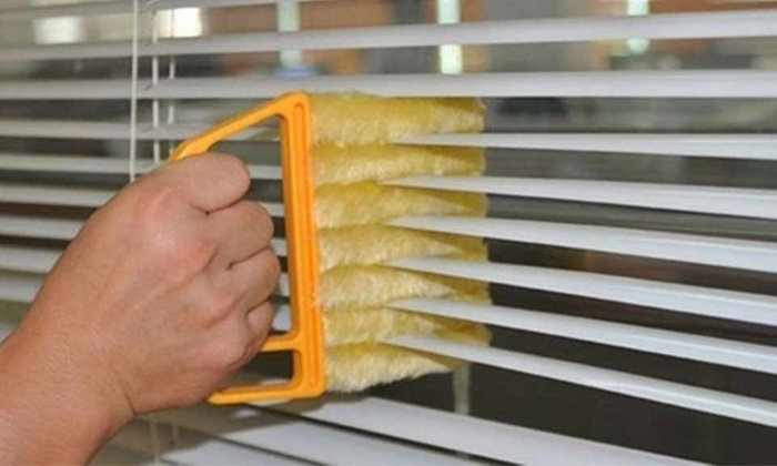 Up to Four Seven-Brush Microfibre Venetian Blind Dust Cleaners (£2.50)