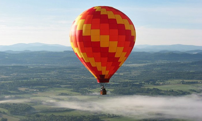 SunKiss Ballooning - West Glens Falls - Park and Ride: $269 for a Hot Air Balloon Excursion and Champagne Picnic for Two from SunKiss Ballooning ($500 Value