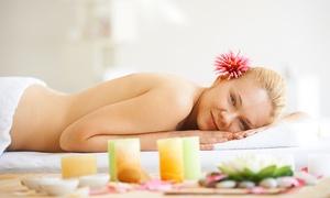Centro estetico Helios: Uno o 3 massaggi a scelta tra relax o snellente all'ananas da 19,90 €