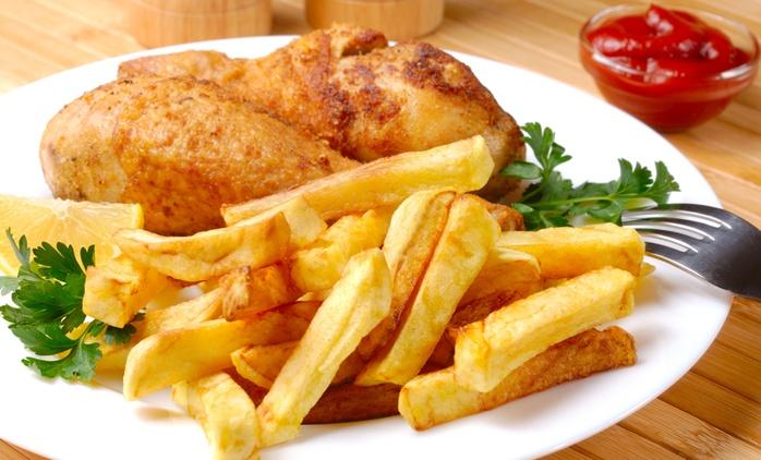 Grillhähnchen mit Pommes frites und Salat für Zwei oder Vier bei 700 Grad ab 6,50 € (bis zu 54% sparen*)