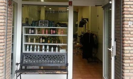 Sesión de peluquería con peinado y opción a tinte, mechas o kerartina en Studio Rakel (hasta 57% de descuento)