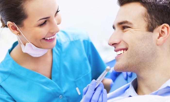 Dott. Pomponi Diego - Capannori: Visita odontoiatrica, pulizia dei denti con smacchiamento o in più sbiancamento LED