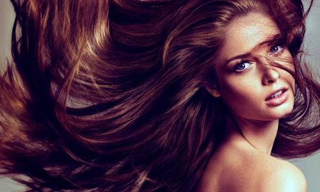 Alisado brasileño o de taninoplastia con masaje craneal, corte de puntas y peinado desde 54,95 € en La Rosa