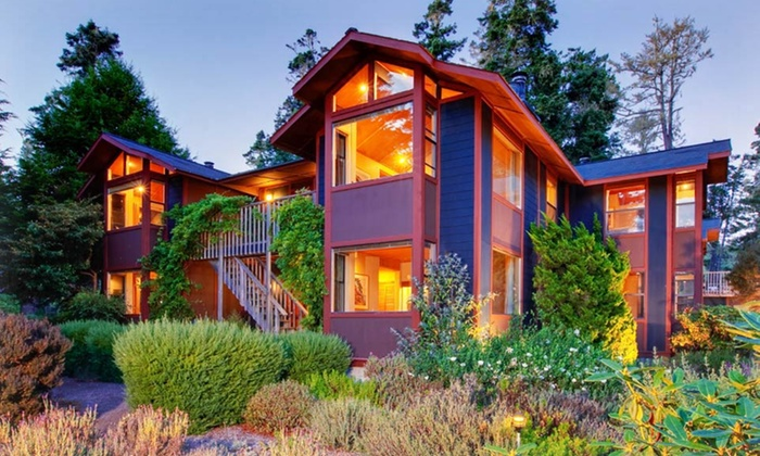 Stevenswood Spa Resort - Little River: 1- or 2-Night Stay with Spa Credit at Stevenswood Spa Resort on Mendocino Coast, CA