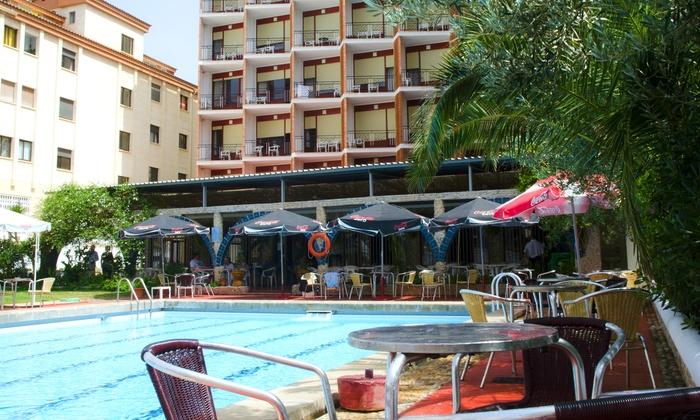 Oropesa del Mar: 1, 2, 3, 5 o 7 noches para dos con desayuno, opción a pensión completa y detalle en Hotel Zapata desde 39€