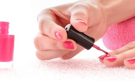 Curso de manicura con esmaltado permanente por 14,95 € y con decoración de uñas por 19,95 € en 2 centros