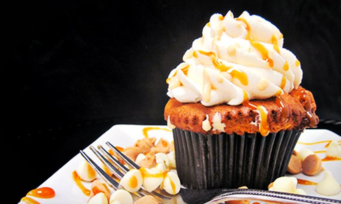 Frosted Cupcakes - Highlands/Perkins: Four or Six Cupcakes at Frosted Cupcakes (Half Off)