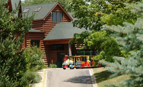 Rustic Lodge with Water Park near Starved Rock State Park