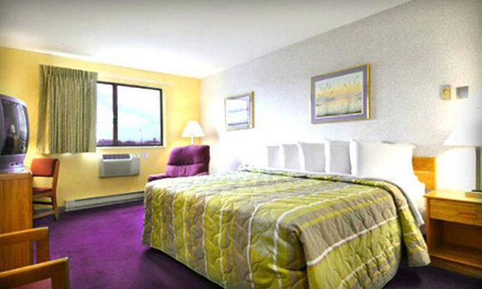 Days Inn Appleton - Appleton: $34 for a One-Night Stay for Up to Four at Days Inn Appleton (Up to $65.10 Value)