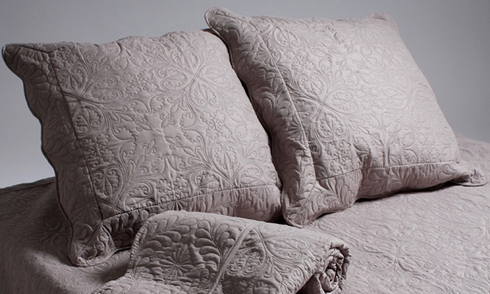 couvre lit boutis taupe Couvre lit/Boutis matelassé + 2 taies d'oreiller | Groupon Shopping couvre lit boutis taupe