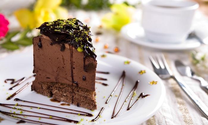 Grafs Café - Frankfurt Am Main: Kuchen und Heißgetränk nach Wahl für zwei oder vier Personen in Grafs Café (bis zu 48% sparen*)
